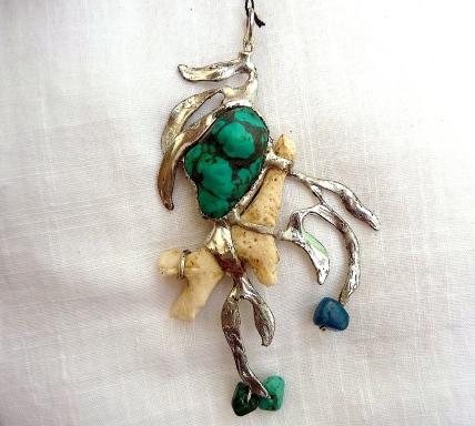 Corail de Bali, pierre de turquoise et perles d'apatite