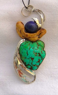 Bois, turquoise et lapis lazuli