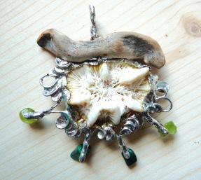 Corail blanc, péridot et malachite
