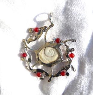 Oeil de sainte-Lucie et jade rouge